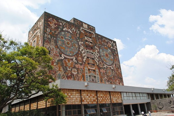https://commons.wikimedia.org/wiki/File:Biblioteca_Central_de_la_UNAM_-_8.jpg