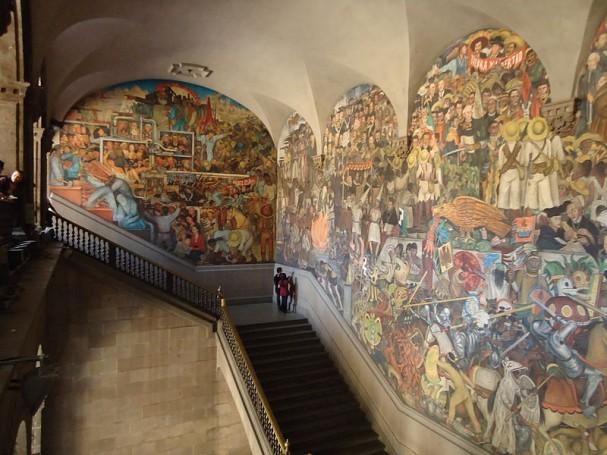 https://commons.wikimedia.org/wiki/File:Palacio_Nacional_Murals_view.JPG