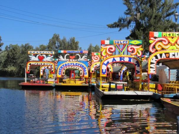 [[File:Xochimilco trajineras.jpg|Xochimilco trajineras]]
